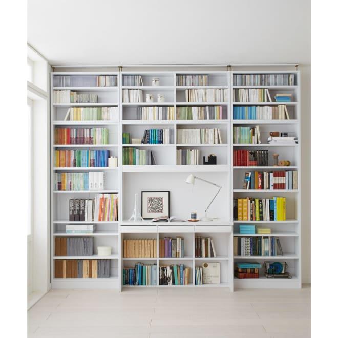 本好きの為のデスクシリーズ 上置き・デスク用 幅120cm 使用イメージ(ア)ホワイト ※写真は左からシェルフ幅75、デスク幅120、シェルフ幅75に各サイズ上置きを組み合わせております。こちらは上置きのみのお届けとなります。