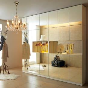 美しく飾れる壁面シューズクローゼット オーダー上置き(3枚扉) 幅119.5cm高さ26~90cm 写真