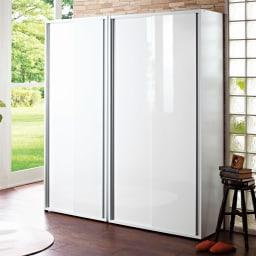 大量玄関収納 引き戸シューズボックス 幅92cm コーディネート例(ア)ホワイト 狭い玄関周りでも開閉にストレスのない引き戸タイプ。