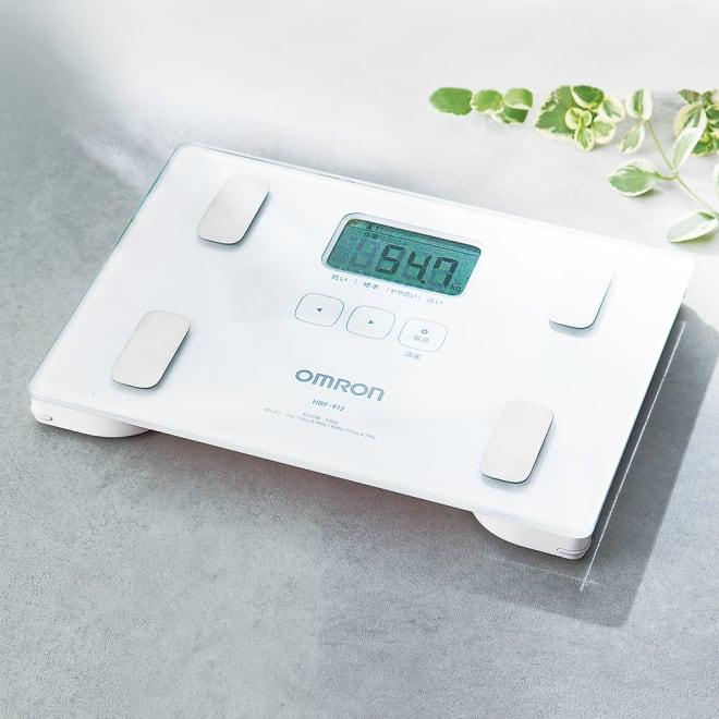 OMRON/オムロン 体重体組成計 ・体重 ・体脂肪率 ・BMI ・体脂肪率判定 ・内臓脂肪レベル ・内臓脂肪レベル判定 ・個人データ4人分登録+ゲストモード