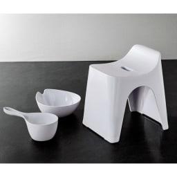 ヒューバス3点セット (エ)ペールグレー ボウル…親指が収まるフチのくぼみ。 椅子…座面の高さは30cm。
