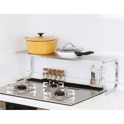 伸縮式ステンレス棚 どこでもサポートラック 1段 コンロ奥に。コンロの奥に設置すれば、フライパンや鍋などのちょい置きにも便利。