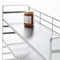 出窓にも使えるオールステンレス頑丈ラック 幅75cm 1段の耐荷重は約20kg。美しく安定感のある丈夫なつくり。