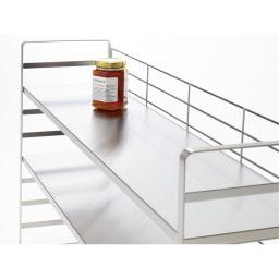 出窓にも使えるオールステンレス頑丈ラック 幅90cm 1段の耐荷重は20kg。美しく安定感のある丈夫なつくり。