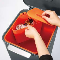 ジョセフジョセフ トーテムコンパクト 容量40L 付属の三角コーナーは取り外し可。電池などの収集にも。