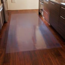 アキレス透明シリーズ キッチンフロアマット Neo (イージーオーダー) アイランドキッチンの床にピッタリ。 めくれにくい角丸仕上げ。