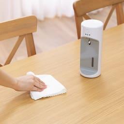 自動除菌液噴霧器「ウイルッシュ」お得な2個組 いろいろな場所に! コードレスで、洗面所やキッチンなど使いたい場所どこにでも置けます。 【ダイニングテーブル】