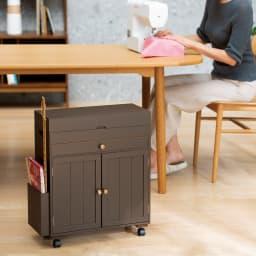 ミシン専用 裁縫用品 ひとまとめ収納ワゴン ダイニングテーブルの下にも収まる高さ57.5cm。