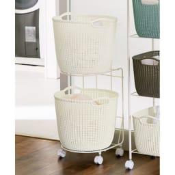 CURVER/カーバー ニット調ランドリーワゴン+バスケットセット(ラウンド用ワゴン2段+ラウンドタイプ×2個) (ア)ホワイト系 タオルや衣類の収納、洗濯物の分類に。高さを活かして脱衣スペースを有効活用できます。