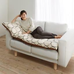 寝心地こだわりごろ寝布団 洗える専用カバー付きセット 160cmタイプは、ソファーの上にもおすすめです。
