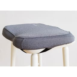 テクノジェル 2点セット(シートクッション&ランバーサポート) ゴムベルトを椅子に引っ掛けて固定できます。