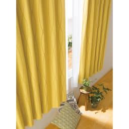 形状記憶加工多サイズ・防炎・1級遮光カーテン 100cm幅(2枚組) (セ)ウェーブイエロー 縦に流れる模様が天井を高くみせてくれるウェーブ柄。