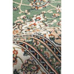 〈マティアス〉ベルギー製モケットラグ(カーペット)  素材アップ: 極細繊維で毛足の短いモケット織り。柄がくっきり表現できるのが特長。