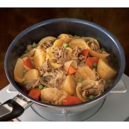 vitacraft/ビタクラフト オリビア 特別4点セット(深型24+フライパン20+無水フタ+蒸し板) 調味料の水分と野菜とお肉の水分だけで作った肉じゃが。余分な水分がないのでホクホクです。