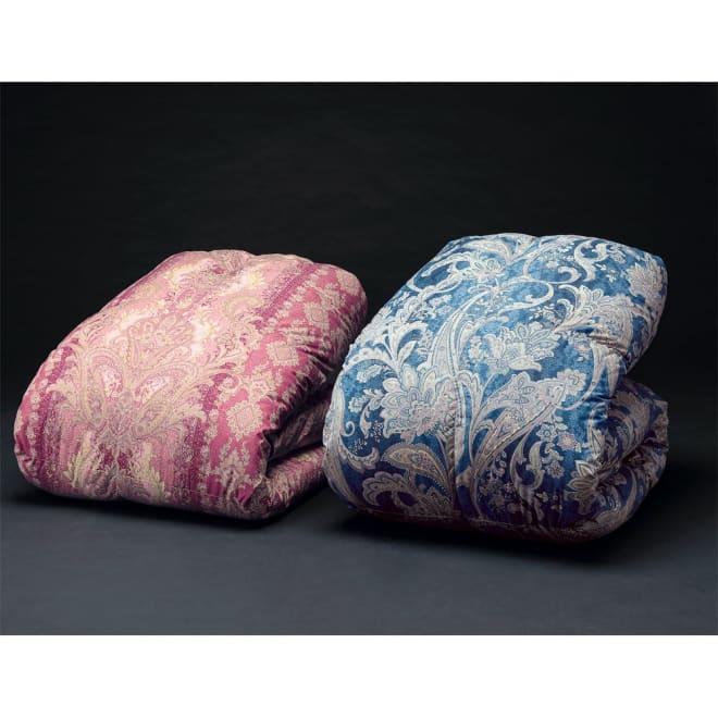 産地柄任せバーゲン羽毛掛け布団 お得な2枚組 左から ピンク系(レギュラータイプ)、ブルー系(羽毛増量タイプ)