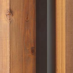 窓枠に収まる角型つっぱりアルミ物干し ポールが角型なので窓枠と一体感があり、目立ちません。