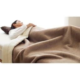 洗える 無染色カシミヤ毛布(毛羽部) ブラウンカシミヤお得な掛け敷きセット リバーシブル掛け毛布使用例 ※お届けはブラウンカシミヤ掛け毛布&敷き毛布になります