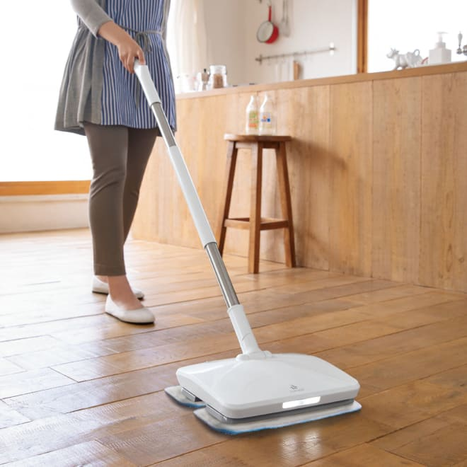 コードレス電動モップ(水スプレー機能付き) LEDライトがついているので、暗い場所でも拭き残しなくお掃除できます。