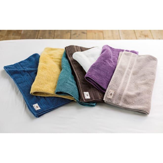 プライムタッチパイル バスタオル カラーバリエーション豊富な7色。左から:ネイビー、イエロー、グリーン、ブラウン、ホワイト、パープル、グレー