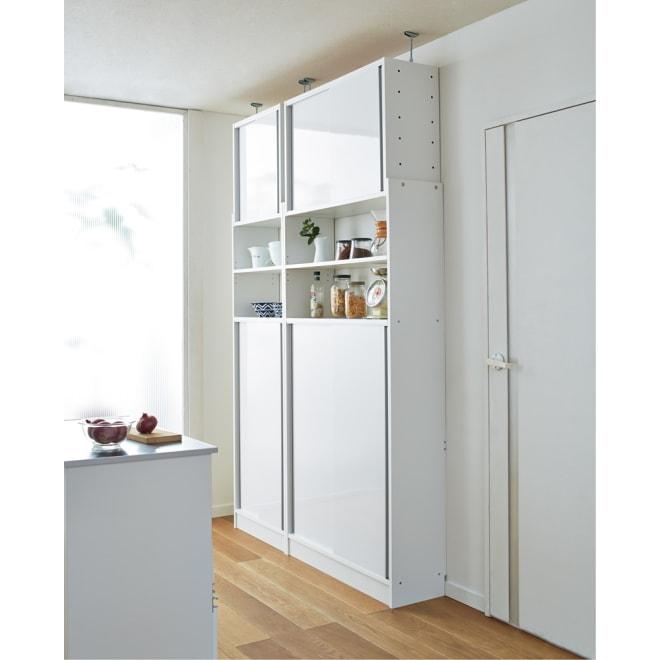 省スペースOK! 突っ張り式 薄型 引き戸 キッチン収納 食器棚 奥行30cmタイプ 幅90cm 引き戸で生活感を隠す、清潔感のあるキッチンストッカー。