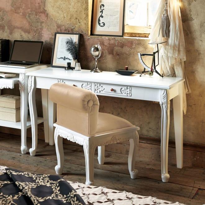 アンティーククラシックシリーズ アンティーク風コンソールテーブル(机) 繊細な装飾とアンティーク加工が表情豊かな薄型のデスク。