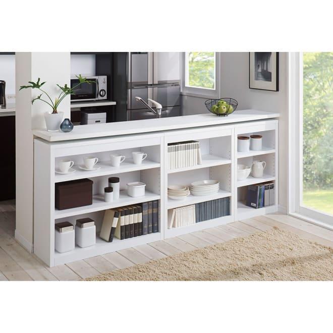 頑丈棚板がっちり書棚(頑丈本棚) ロータイプ 幅90cm コーディネート例(ウ)ホワイト ※お届けは幅90cm高さ80cmタイプです。