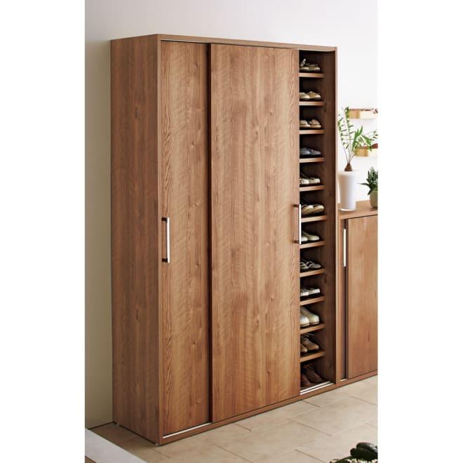 天然木調引き戸シューズボックス ハイ 幅114 高さ183cm 色:ブラウン 約72足収納できます。