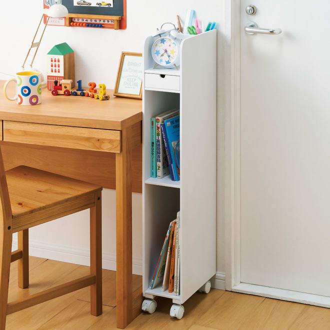 学習机横すき間ラック 幅15cm コーディネート例(ア)ホワイト わずか15cmの隙間でも有効活用。