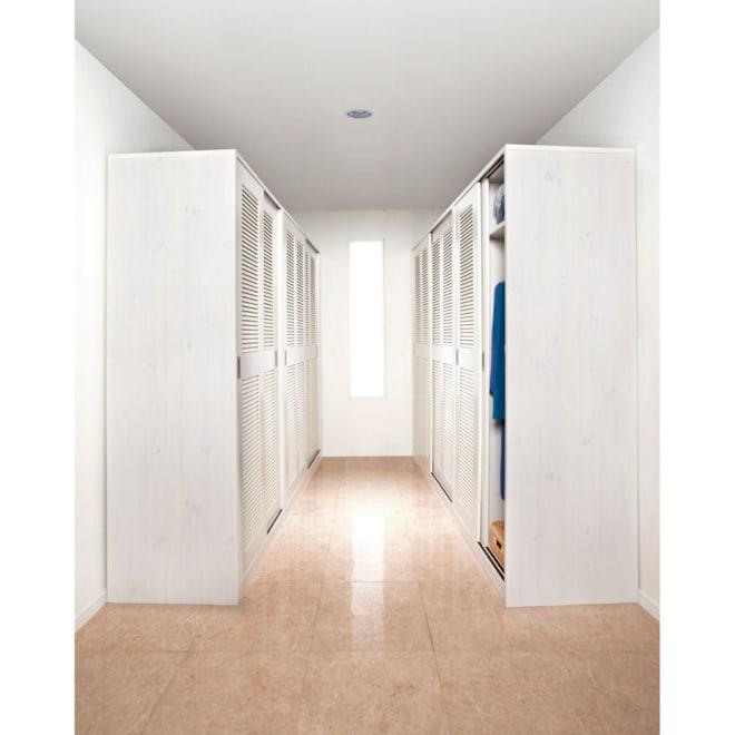 通気性の良い 引き戸ルーバーワードローブ 幅90cm コーディネート例(ア)ホワイト 対面使いで空き部屋をウォークインクローゼットにしませんか?※お届けは幅90cmタイプです。