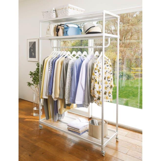 メッシュ棚クローゼットハンガー 幅122cm 夏物約25着収納可能。洋服、帽子、カバン、小物入れ衣類収納全般に対応 ※お届けする商品です。
