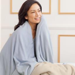 発熱するコットン「デオモイス」寝具シリーズ フランネルニットの2枚合わせ毛布 左から(エ)ブルー (ウ)ベージュ
