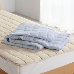 発熱するコットン「デオモイス」寝具シリーズ フランネルニットの敷きパッド (ウ)ベージュ (エ)ブルー  毛布と同様に発熱するフランネルニットを使用した敷きパッド。さらに中わたは吸放湿性のあるレーヨン混なので、睡眠中にかく汗などの湿気をためこまず快適。