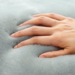 ムートンと錯覚するほどなめらか肌ざわり ジロンウール ニューマイヤー毛布 まるでムートンみたいな、なめらかな肌ざわり!