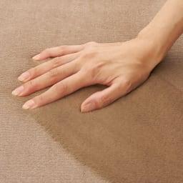 とろふわはっ水ラグ ふっくらタイプ なめらかなマイクロファイバー素材。毛足の向きによって、色の見え方が変わります。