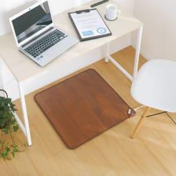 ホットテーブルマット 幅60cm 木目柄 勉強やお仕事中も冷えを気にせず集中モード。 (イ)ダークブラウン ※写真は約60×60cmタイプです。