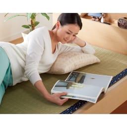 角あたりのない細すのこベッド 棚付き フレームのみ ゴザなどを敷いて束の間のごろ寝タイムに。