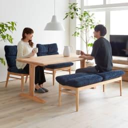 包まれる座り心地のリビングダイニング ダイニングセット お得な4点セット テーブル+チェア2脚組+ベンチ (イ)ナチュラル/ブルー 食事が終わったあとも、ゆったりとダイニングでくつろぎ、会話を楽しむ暮らしを叶えることができます。
