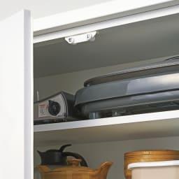 作業カウンター付きコンパクト食器棚 ハイタイプ 幅89cm ハイタイプ扉内の棚板は高さ調節できる可動式。