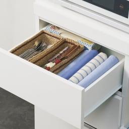 作業カウンター付きコンパクト食器棚 ハイタイプ 幅89cm 浅引き出しにはカトラリーなどを収納。