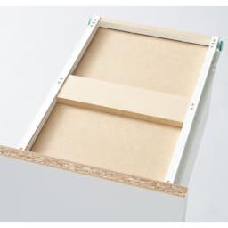 引き出し内部・背面化粧 キャスター付きホワイトチェスト 幅30cm 最下段の引き出しは補強材で底板の強度をアップ。重たいボトル洗剤もたっぷり収納できます。