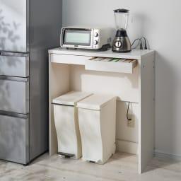 高さが選べるスタンディングデスク(幅120cm高さ100cm) 使用イメージ:(ア)ホワイト ダストボックスを下にしまえばキッチン収納としても便利。 ※写真は幅90cm高さ100cmです。