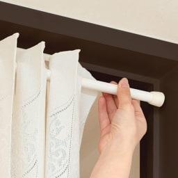 間仕切り折りたたみスクリーン 市販の突っ張りポールを壁に取り付けてご使用ください。