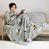 カングルー スヌーピーブランケットウェア(着る毛布) 写真