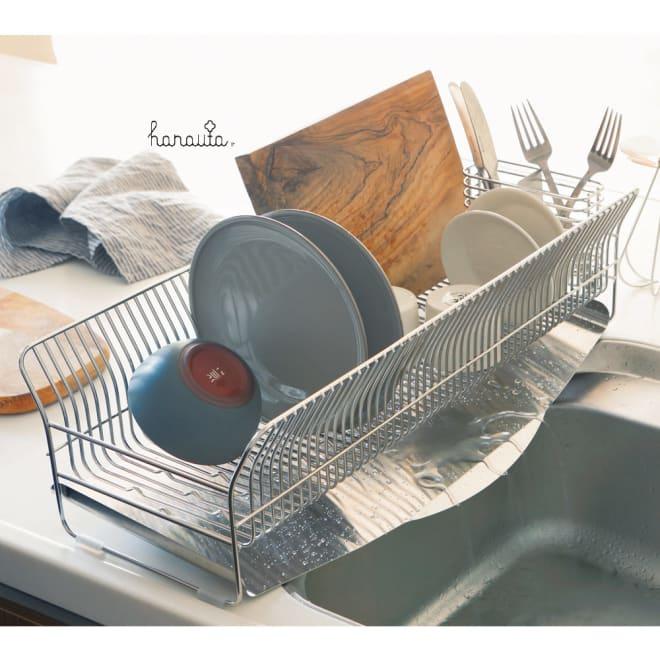 ハナウタ 皿を縦にも横にも置ける水切り ロングタイプ シンクをまたいで設置できる長さ57cm。