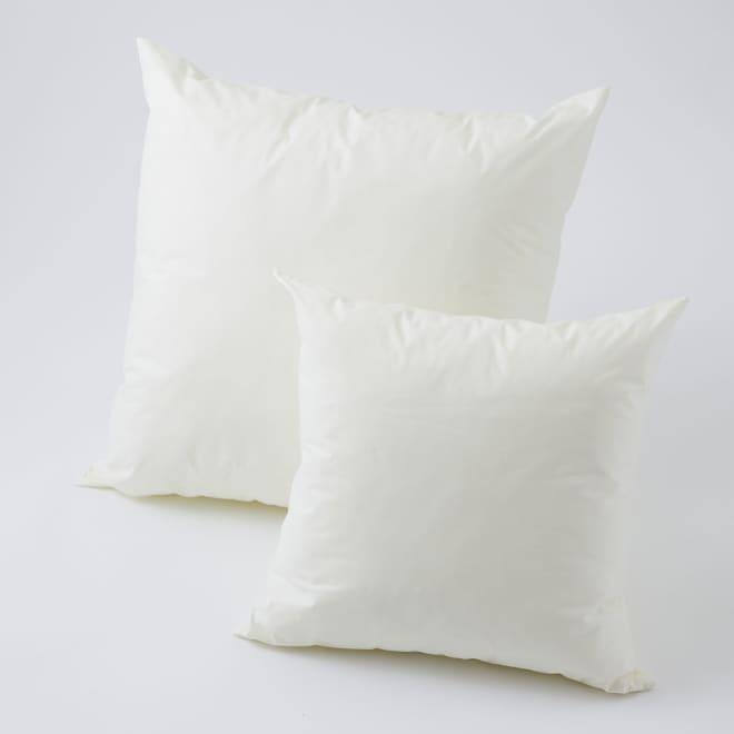 洗えるダウン調クッション(中材のみ)2個組 左から60cm角、45cm角 ※お届けは同サイズの2個セットです。