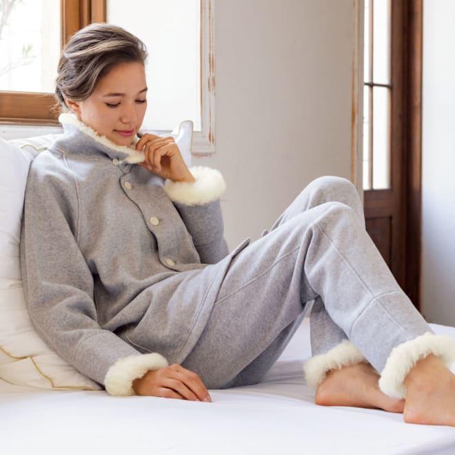 【メリノン】 首・手首・足首を暖める あったかパジャマ 着用イメージ(ア)グレー