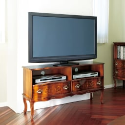 イタリア製 猫脚 象嵌シリーズ テレビ台 幅111cm  1台でリビングの雰囲気が変わります。美しいイタリアの職人技をお楽しみください。