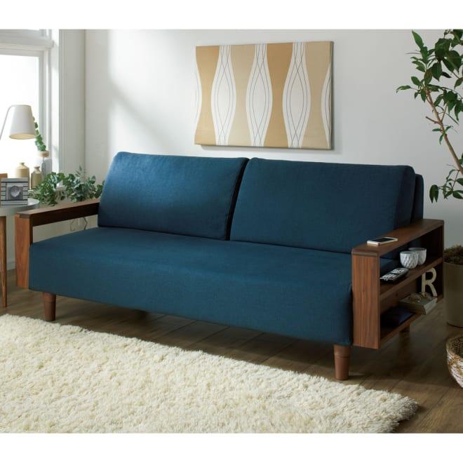 天然木カバーリングソファ 幅180cm(3人掛け) (ア)(フレーム)ブラウン×(カバー)ブルー 美しい木目が魅力の天然木を使用した北欧スタイルのソファ(幅180cm)。 ※脚高さ15cm時