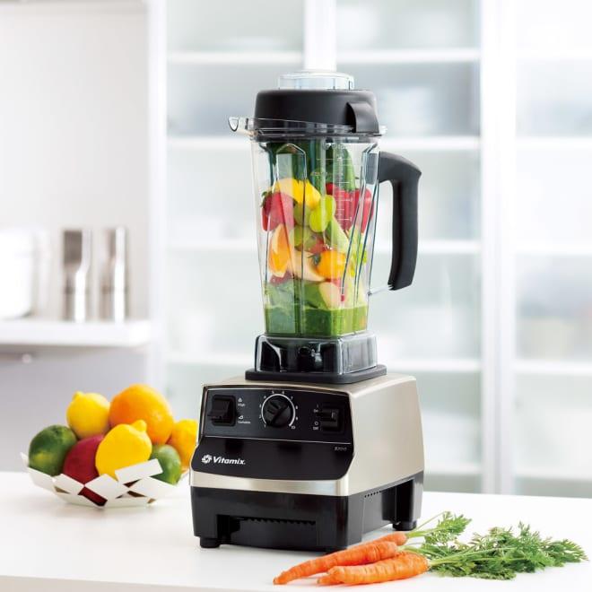 【訳あり】Vita-Mix/ヴァイタミックス (バイタミックス) TNC5200 2.0Lステンレスシルバー 超強力パワーで氷はもちろんアボガドの種やパイナップルの芯も瞬時に粉砕!高性能モーターと特殊ステンレスブレードがハンマーのように食材を叩きつぶし、人の咀嚼、一般のミキサーでは抽出できなかった栄養素を引き出せます。