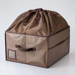 除湿消臭バッグ収納ボックス (ア)ブラウン 巾着カバーがフタ代わり。高さのあるバッグもしまえて、型くずれも防止。